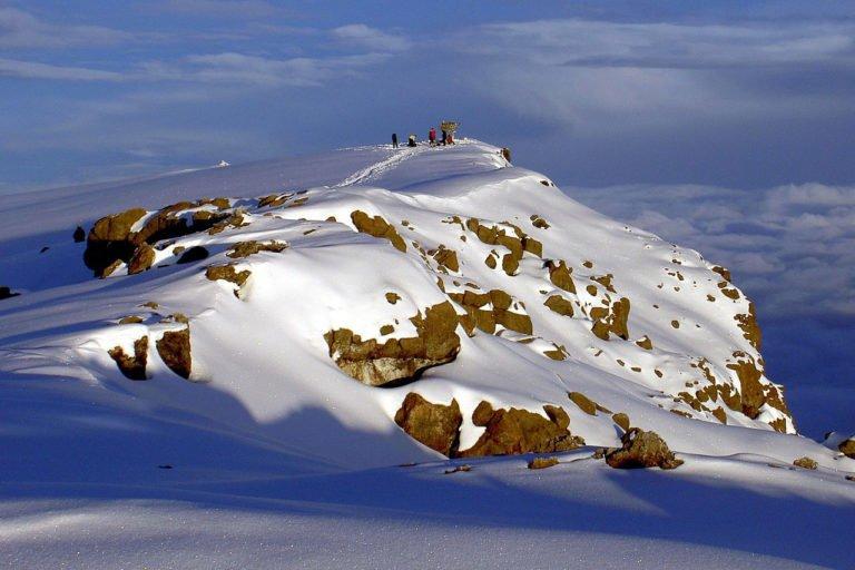 1280px-Uhuru_Peak_Mt._Kilimanjaro_1