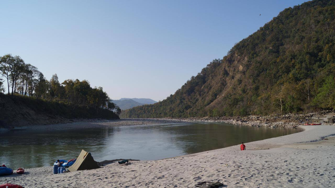 1_Peaceful_camp_site_besides_the_Kali_river