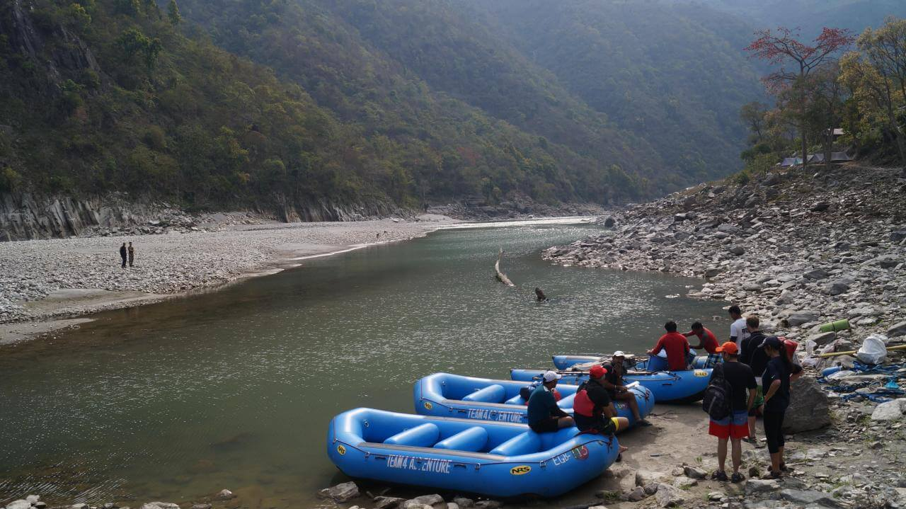2_Calm_section_of_saryu_at_Pancheshwar